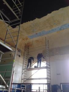 Saalrenovierung im Gasthof Weissig - Die Männer beim Streichen